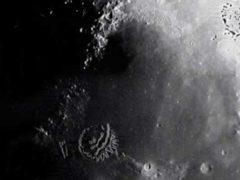 Пришельцы наблюдают за нами с темной стороны Луны.