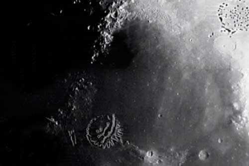 База инопланетян на Луне, предположительно