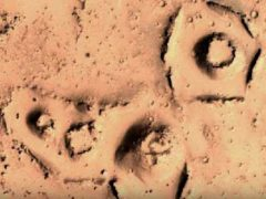Фотоснимки НАСА показывают останки городов на Марсе?