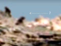 На Марс приземлился космический корабль и Люди в Черном.