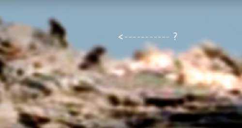 Инопланетяне одетые в скафандр на Марсе