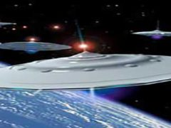 Астронавты встречают корабли инопланетян и Санта Клауса.
