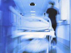 Пациент «Телепортировался в потолок», испугав медработников.