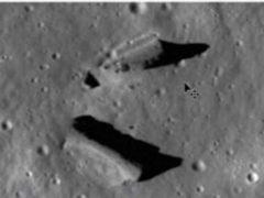 На Луне лежит разбитый НЛО, и есть станции инопланетян.