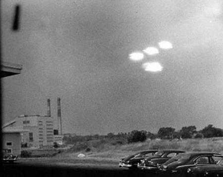 зачем инопланетяне прилетают на Землю