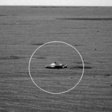 Марсоход обнаруживает внеземной космический корабль на Марсе.
