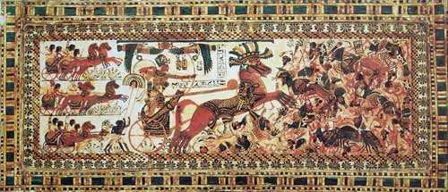 Тутанхамон поражает врагов на колеснице (ок. 1327 года до н. э.) Роспись по дереву. Каирский музей