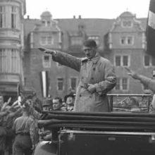 История жизни и смерти Адольфа Гитлера, теория мифов.