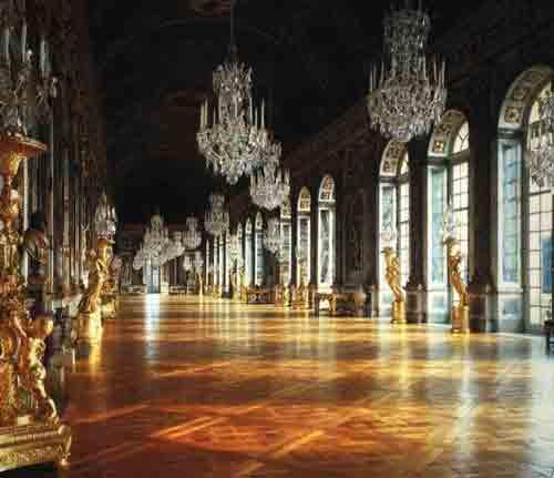 Призраки бродят по Зеркальному залу Версаля