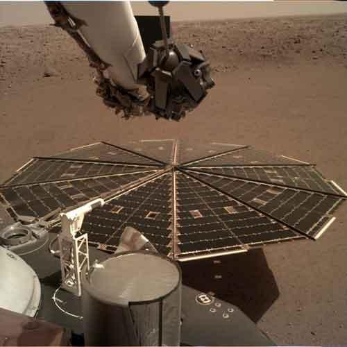 Зонд Инсайт приступил к работе на Марсе