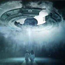 Профессор Дэвид Джейкобс боится захвата Земли инопланетянами.