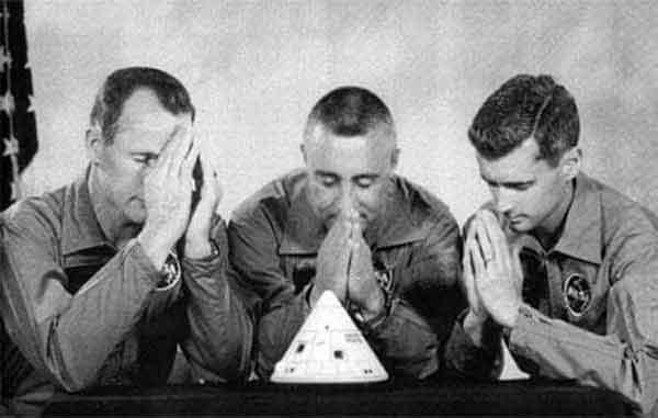 Фотография экипажа «Аполлона-1» 1 апреля 1966 г.-Слева Эд Уайт, Гас Гриссом, Роджер Чаффи.