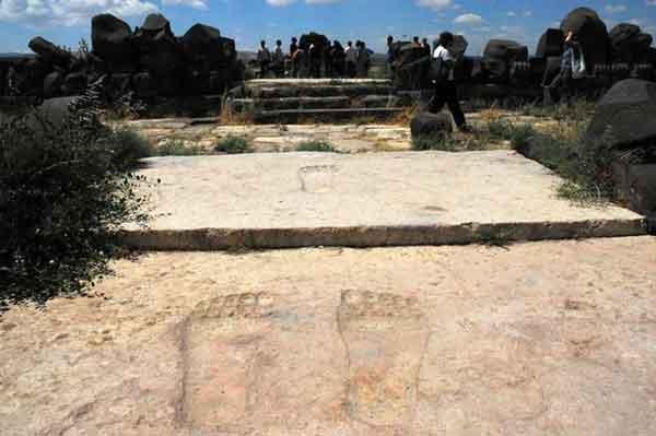 Древний храм Айн-Дары сохраняет гигантские следы богов
