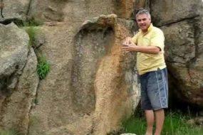 Гигантские следы храма Айн-Дары, когда боги ходили по земле.