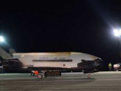Секретный космический самолет американских ВВС X-37B успешно вернулся.