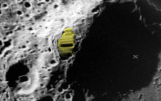 кратер Зеемана на противоположной стороне Луны, структура прямоугольной формы