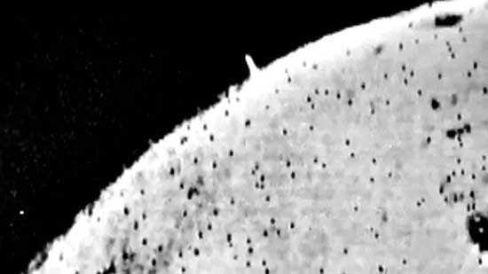 огромная башня на поверхности Луны