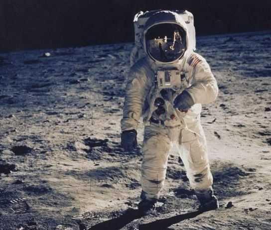 Таинственная Луна, история образования и план колонизации.
