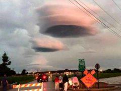 Настоящие НЛО были сфотографированы в небе Техаса.