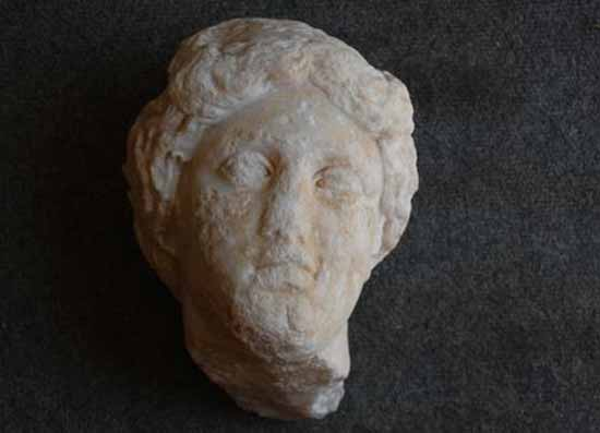 Мраморная голова Афродиты найденная на юге Турции