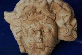 В руинах древнего римского города нашлась голова Горгоны Медузы.