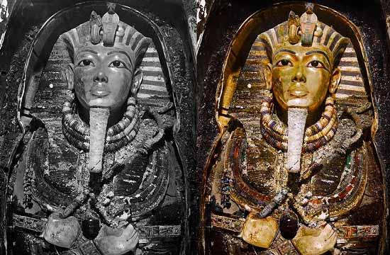 Погребальная маска царя из гробницы фараона Тутанхамона в цвете