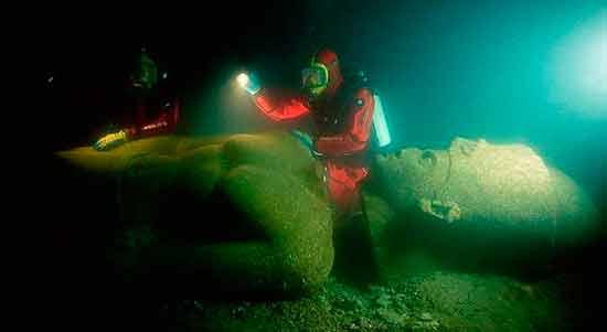 статуя затонувшего города Ираклион